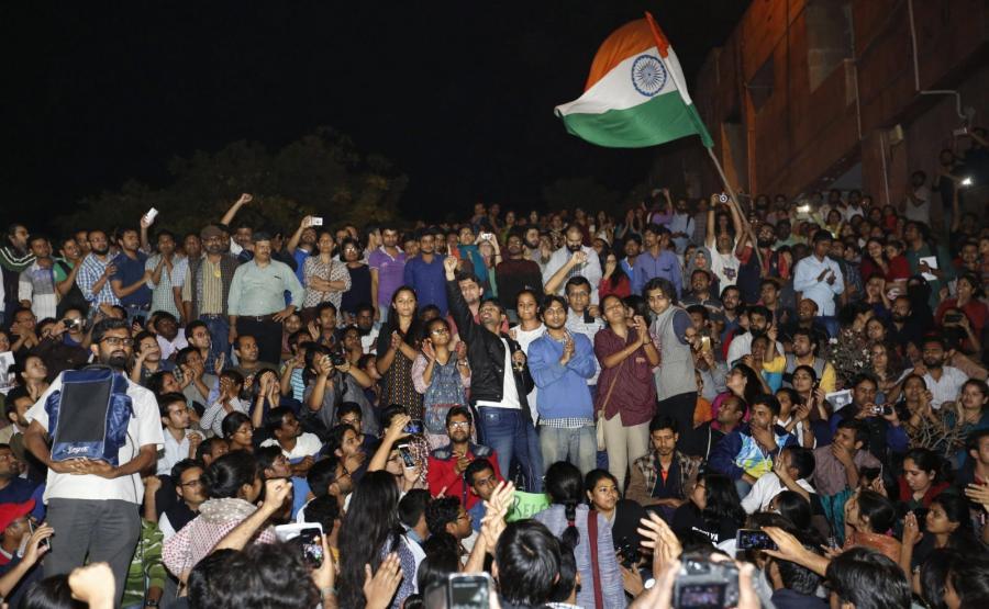 Kanhaiya Kumar wśród swoich zwolenników w czasie protestu