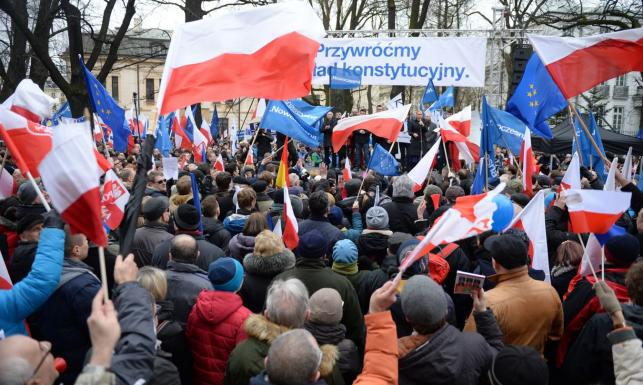 Nowoczesna, KOD, politycy PO... Manifestacja w obronie ładu konstytucyjnego. ZDJĘCIA