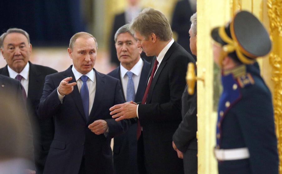 Kreml. Prezydent Kazachstanu Nursułtan Nazarbajew, prezydent Rosji Władimir Putin, prezydent Kirgistanu Almazbek Atambajew i rzecznik Kremla Dmitrij Pieskow