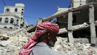 Jemen. Ruiny po nalotach na miasto Sana'a sił arabskiej koalicji pod wodzą Arabii Saudyjskiej