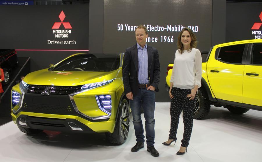 Maciej Stuhr i Anna Cieślak na stoisku Mitsubishi w czasie Motor Show w Poznaniu