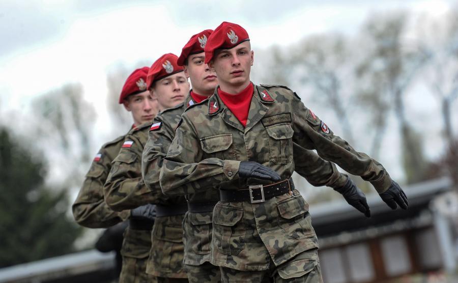 Antoni Macierewicz obserwował szkolenie kadetów z klas mundurowych w Warszawie