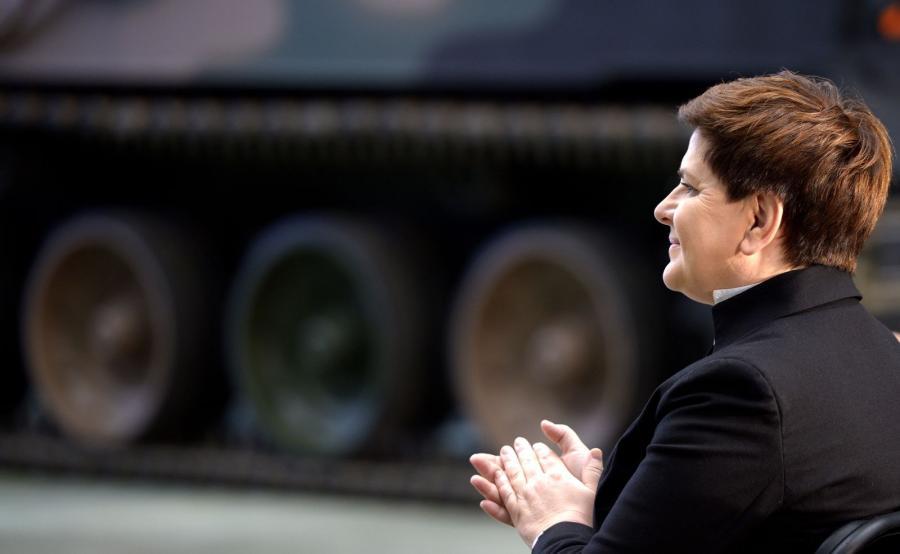 Premier Beata Szydło podczas uroczystości podpisania umowy między Ministerstwem Obrony Narodowej i Hutą Stalowa Wola S.A.