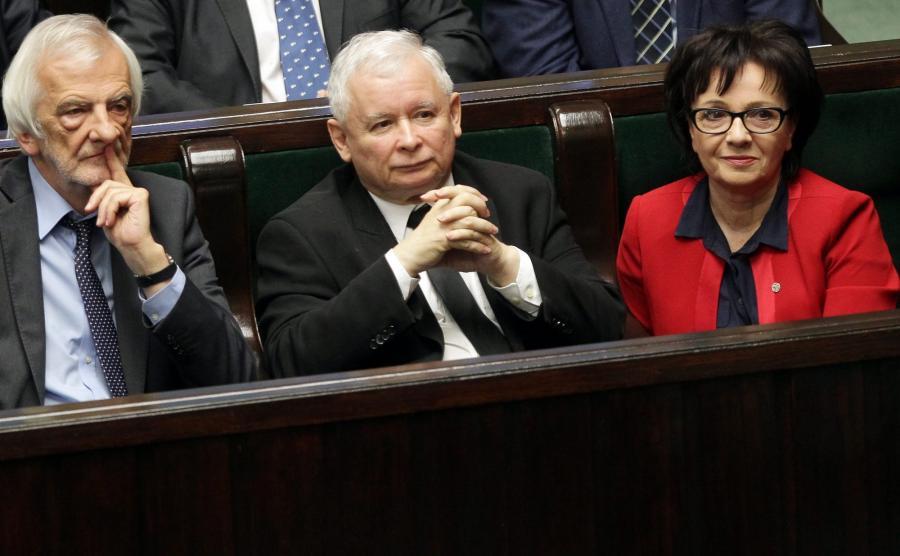 Jarosław Kaczyński (w środku)