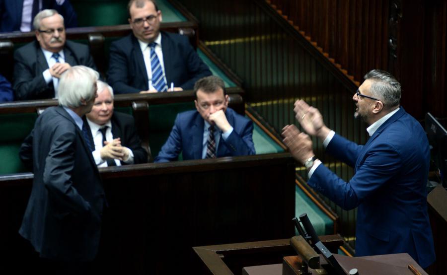Poseł PO Tomasz Lenz nie chce opuścić mównicy sejmowej