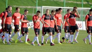 Piłkarze reprezentacji Polski, podczas trening na boisku w ośrodku wypoczynkowym w Arłamowie