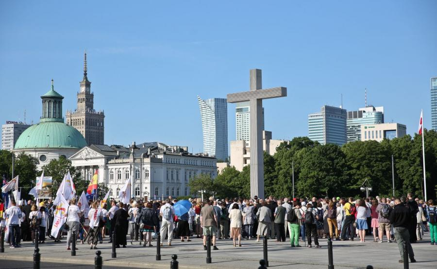 Procesja z relikwiami św. Maksymiliana Kolbego wyruszyła z warszawskiego pl. Piłsudskiego do Świątyni Opatrzności Bożej w Wilanowie
