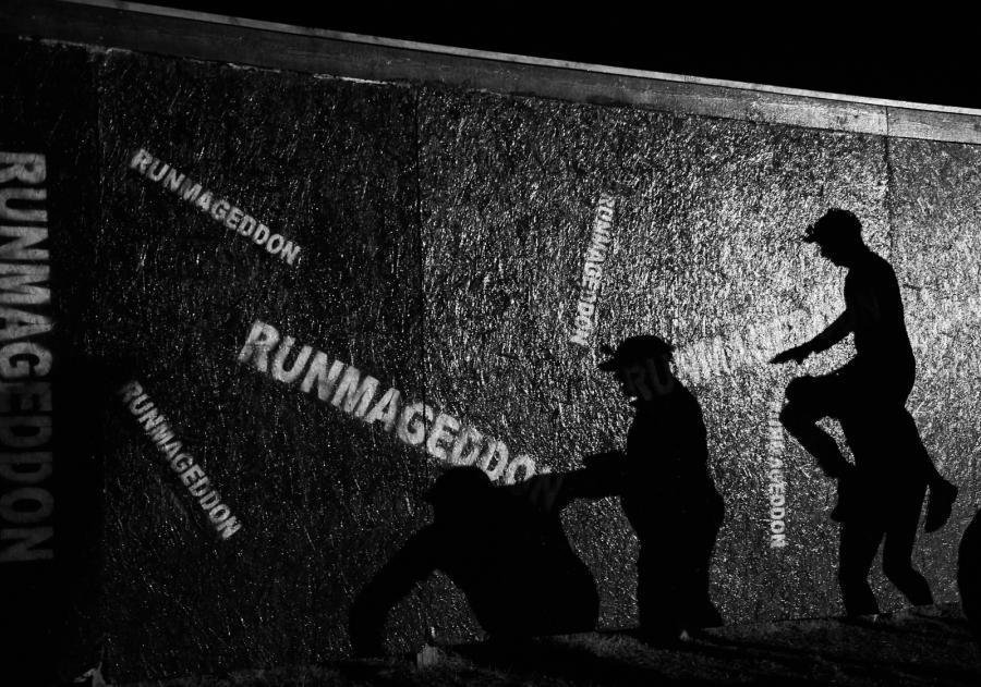 """Zdjęcie z fotreportażu """"Runmageddon"""" autorstwa Adama Warżawy"""
