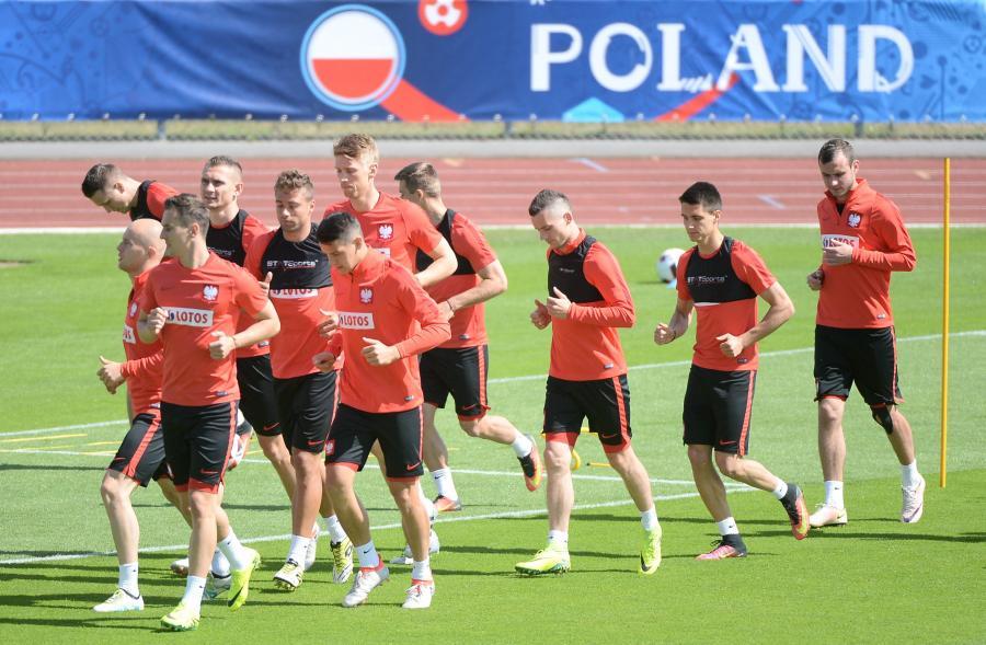 Piłkarze reprezentacji Polski podczas treningu we francuskim La Baule