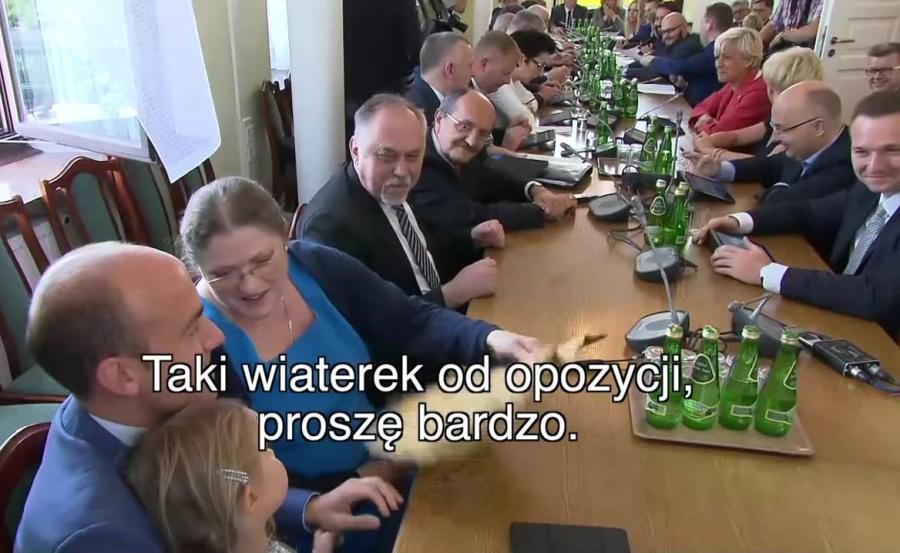 Krystyna Pawłowicz wachluje córkę Borysa Budki