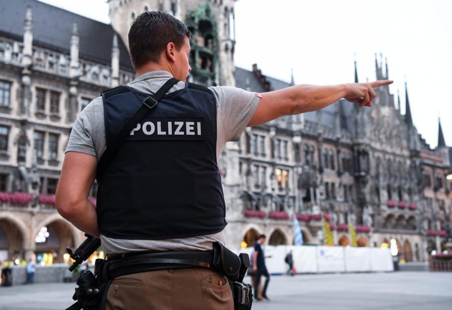 Policja w okolicy Marienplatz w Monachium