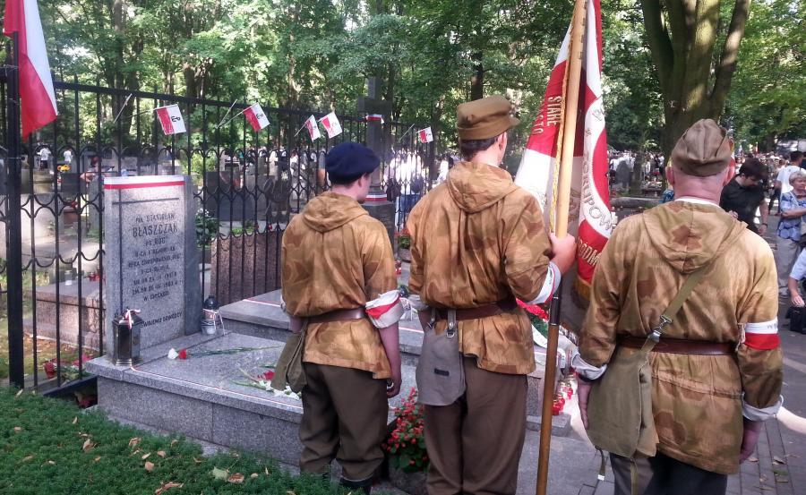 """Apel poległych przy symbolicznym grobie pułkownika Stanisława Błaszczaka, dowódcy Zgrupowania AK """"Róg"""""""