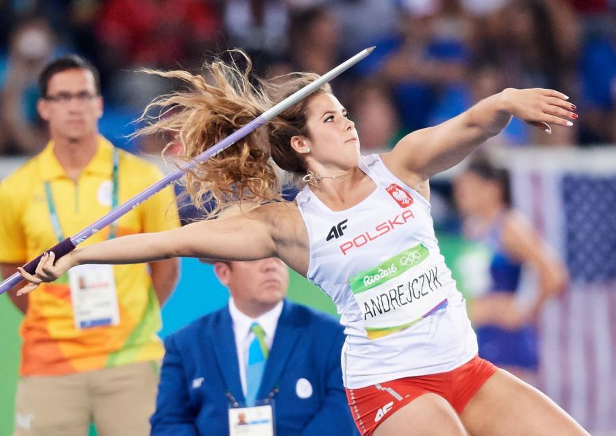 Maria Andrejczyk podczas rzutu