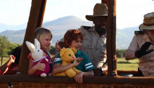 "Kadr z filmu ""Kacper i Emma na safari"""