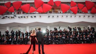 Czerwony dywan w Wenecji. Tak w 2015 pozowali Diane Kruger oraz Joshua Jackson