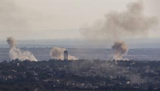 Syryjska wioska przygraniczna Jubata widziana od strony Izraela
