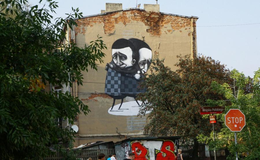 Wielkoformatowe malowidło australijskiego artysty Stormiego Millsa na ścianie łódzkiej kamienicy przy ulicy Młynarskiej