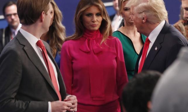 Bardziej tandetnie się nie dało... Landrynkowa stylówa Melanii Trump. FOTO