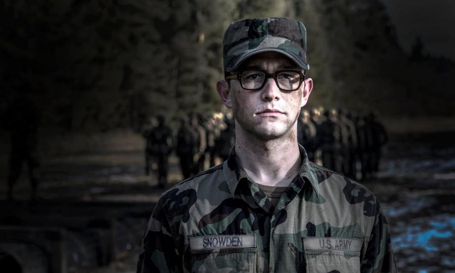 Joseph Gordon-Levitt jako Snowden w filmie Oliviera Stone\'a