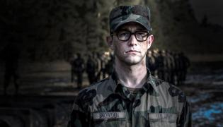 Joseph Gordon-Levitt jako Snowden w filmie Oliviera Stone'a