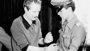 Adam Michnik w czasie rozprawy przed Sądem Warszawskiego Okręgu Wojskowego, 13 lipca 1984 roku