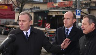 Przewodniczący Grzegorz Schetyna, wiceprzewodniczący Borys Budka i Zdzisław Gawlik podczas konferencji prasowej Platformy Obywatelskiej przed KWK Makoszowy w Zabrzu