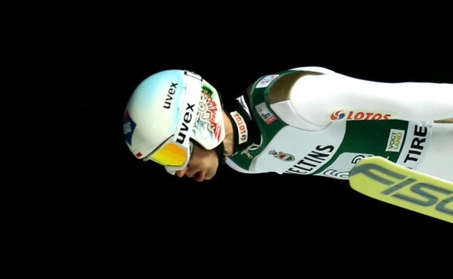 Kamil Stoch podczas konkursu drużynowego zawodów Pucharu Świata w skokach narciarskich w niemieckim Klingenthal