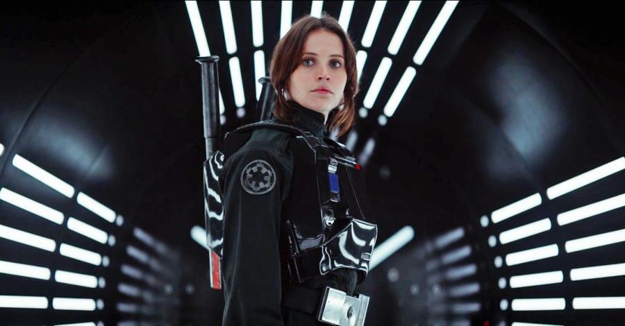 Bohaterów Łotra 1 poznajemy w momencie, kiedy to słynna Gwiazda Śmierci jest budowana. Chęć wykradzenia planów jest główną osią filmu. Główną rebeliantką jest Jyn Erso, grana przez obecną na większości plakatów Felicity Jones.