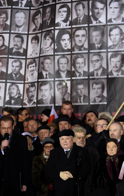 Zgromadzenie zorganizowane przez PiS przy pomniku Wincentego Witosa na placu Trzech Krzyży w Warszawie