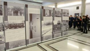 """Wystawa """"Kopalnia strajkuje. Strajk i pacyfikacja kopalni Wujek 13-16 grudnia 1981 r."""" w Sejmie"""