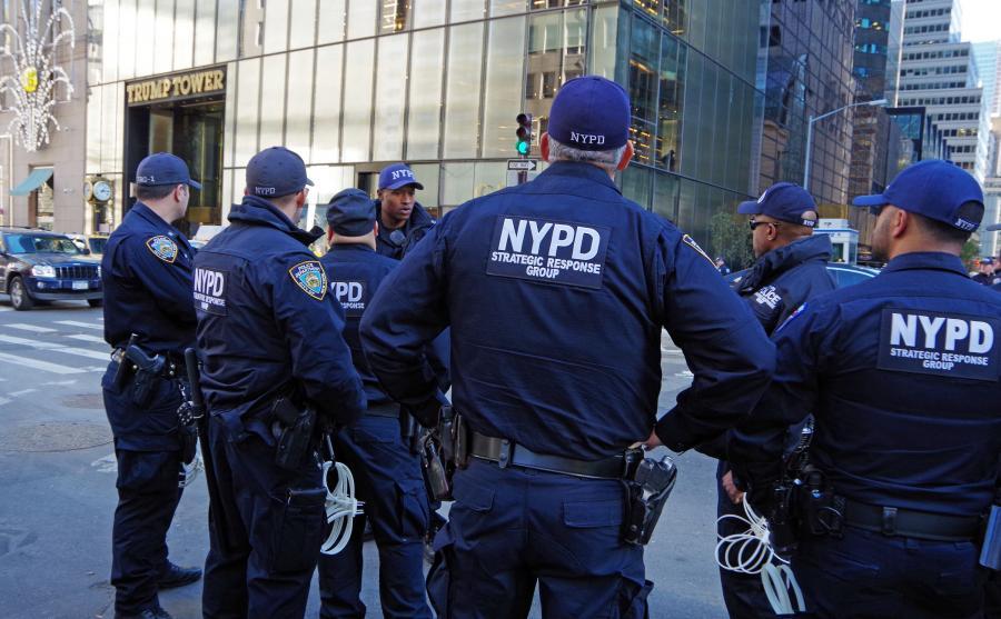 Policjanci przed Trump Tower w Nowym Jorku