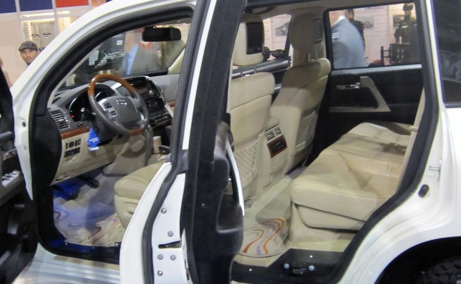 Samochód BOR - toyota land cruiser