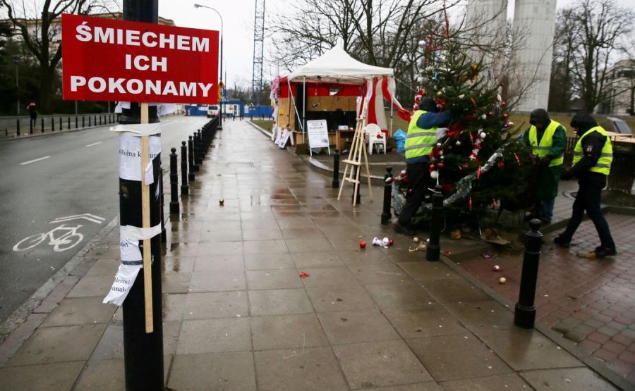 Przed Sejmem trwa manifestacja poparcia dla posłów opozycji