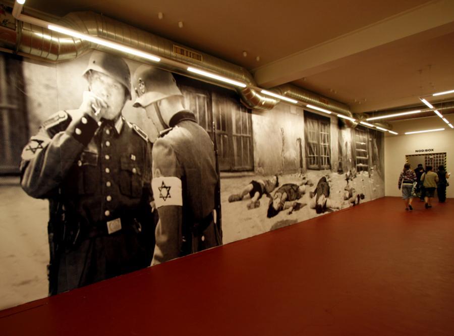 Achtung! - kontrowersyjna wystawa Petera Fussa