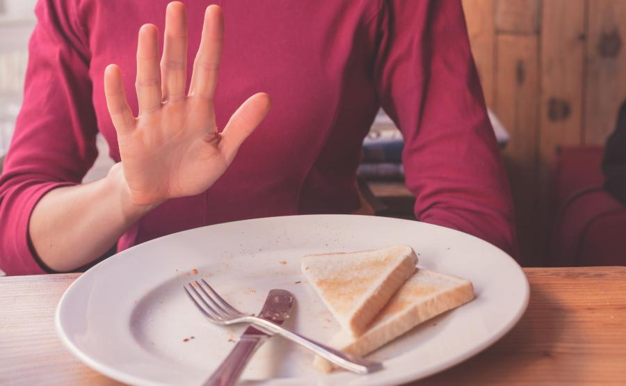 Kobieta odmawia jedzenia