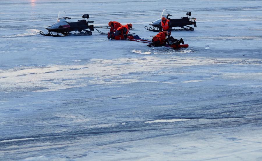 Akcja ratunkowa na lodzie