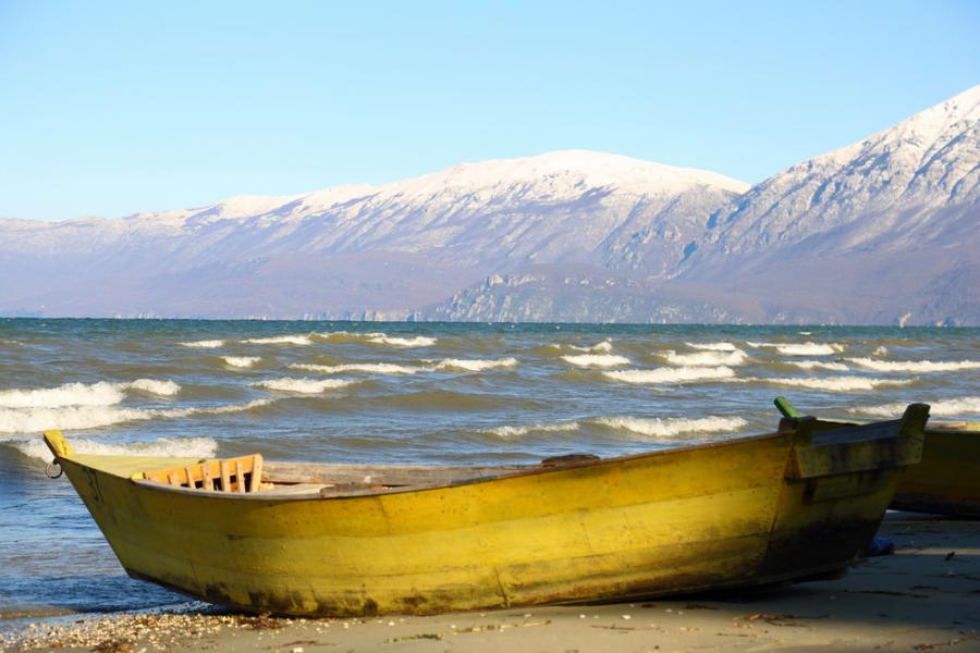 Jezioro Ohrid zimową porą robi niesamowite wrażenie