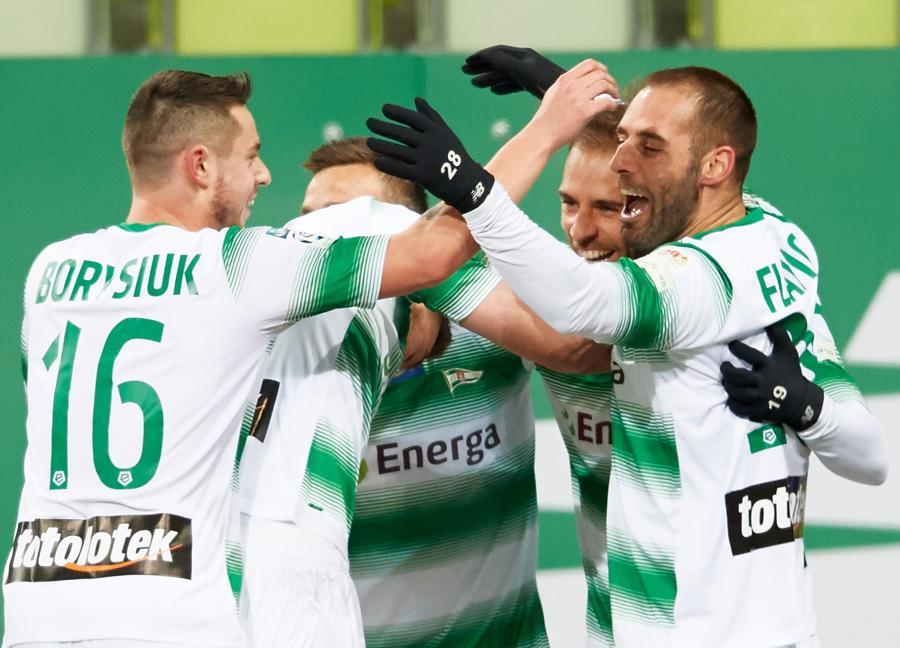 Zawodnicy Lechii Gdańsk ciesza się z bramki Marco Paixao
