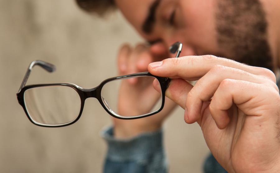 3. Czytanie na ekranie smartfona psuje wzrok