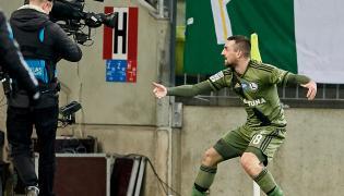 Michał Kucharczyk cieszy się z drugiego gola podczas meczu Ekstraklasy z Lechią Gdańsk